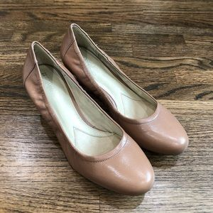 Naturalizer Nude Rounded Toe Stretch Pumps